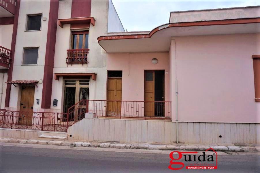 Soluzione Indipendente in affitto a Casarano, 5 locali, prezzo € 300 | CambioCasa.it