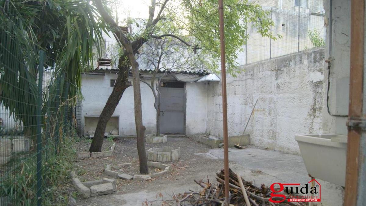 Bilocale vendita lecce via dimitri costadura for Case con stanze nascoste in vendita