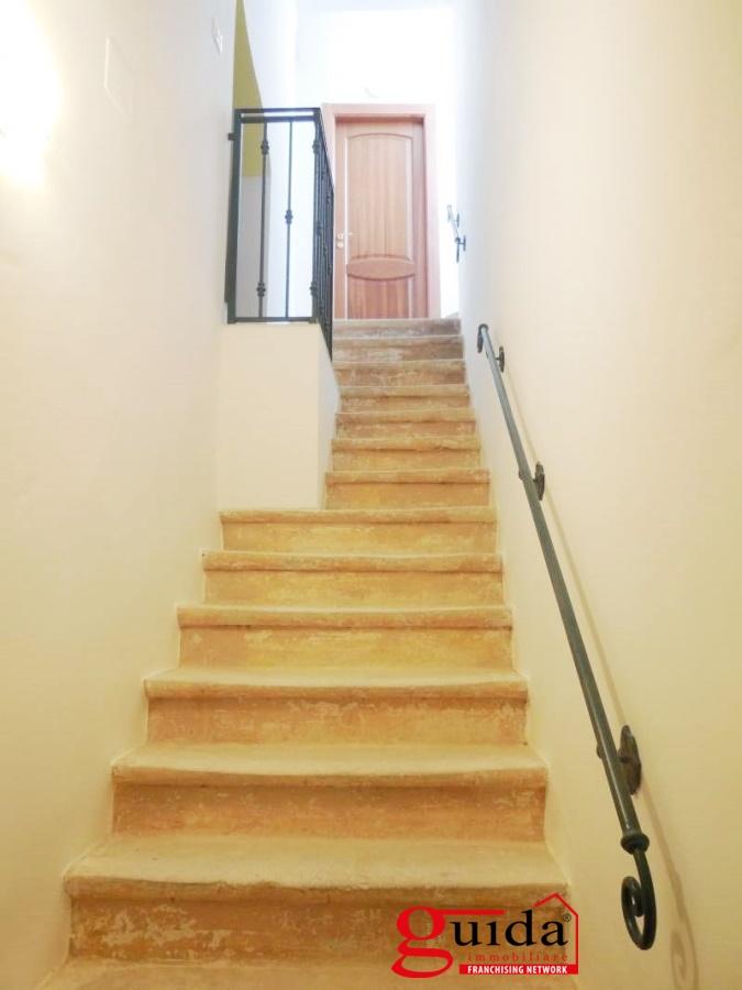 Affitto casa singola in affitto taviano bilocale for Casa al secondo piano