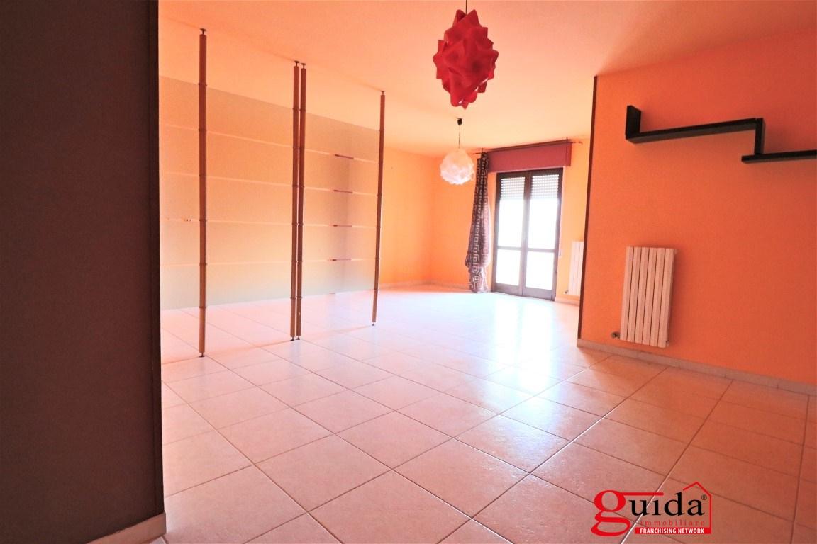 Appartamento in affitto a Casarano, 5 locali, prezzo € 400 | CambioCasa.it