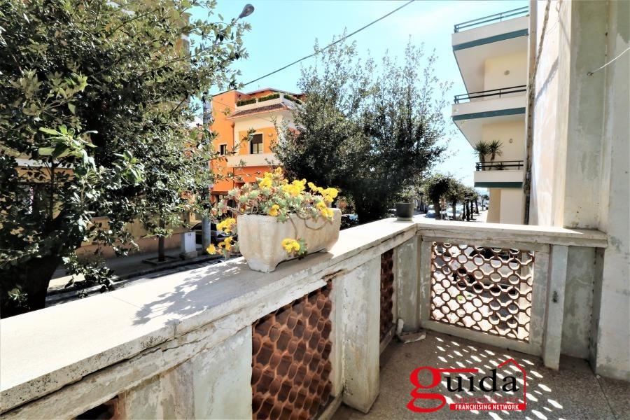 Appartamento in vendita a Matino, 7 locali, prezzo € 55.000 | CambioCasa.it