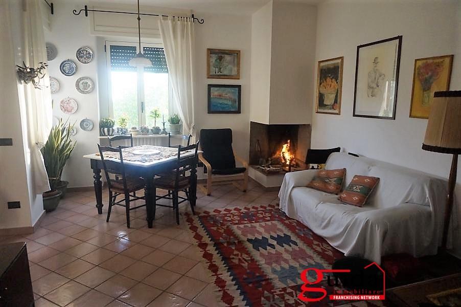 Appartamento in vendita a Casarano, 6 locali, prezzo € 55.000   CambioCasa.it