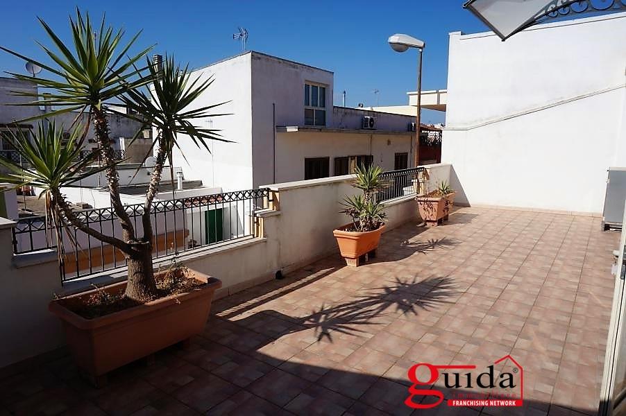 Soluzione Indipendente in affitto a Casarano, 4 locali, prezzo € 350 | CambioCasa.it