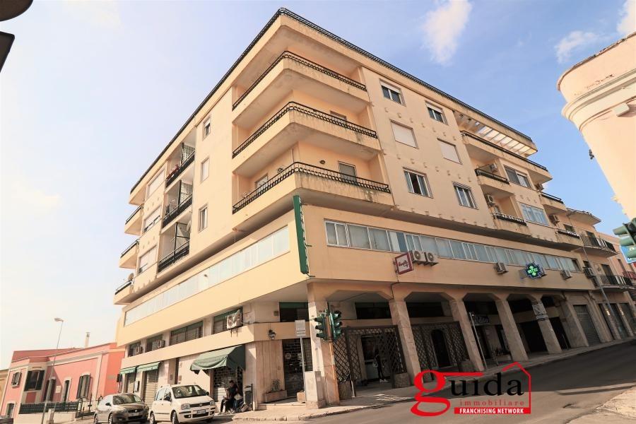 Appartamento in affitto a Casarano, 8 locali, prezzo € 350 | CambioCasa.it