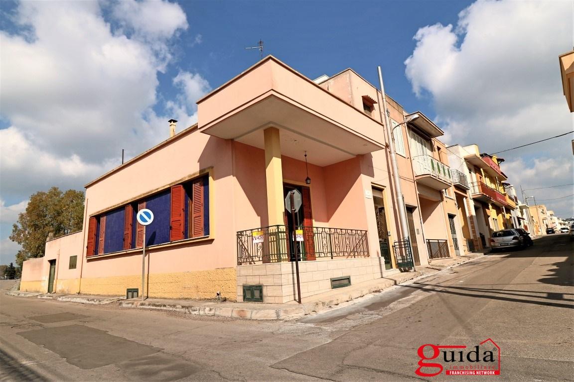 Vendita casa indipendente parabita abitazione for Case in affitto con cantina