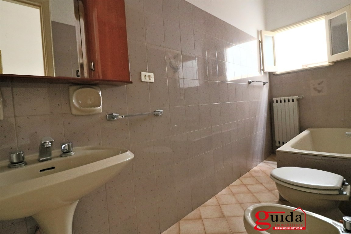 Vendita casa indipendente parabita abitazione for Piccoli piani di casa con cantina e garage