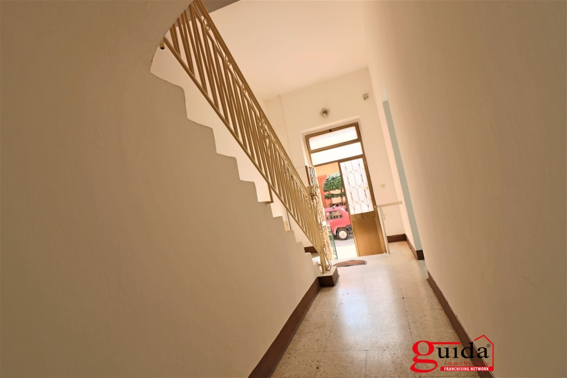 Vendita casa indipendente parabita abitazione for 4 piani di box auto con abitazione