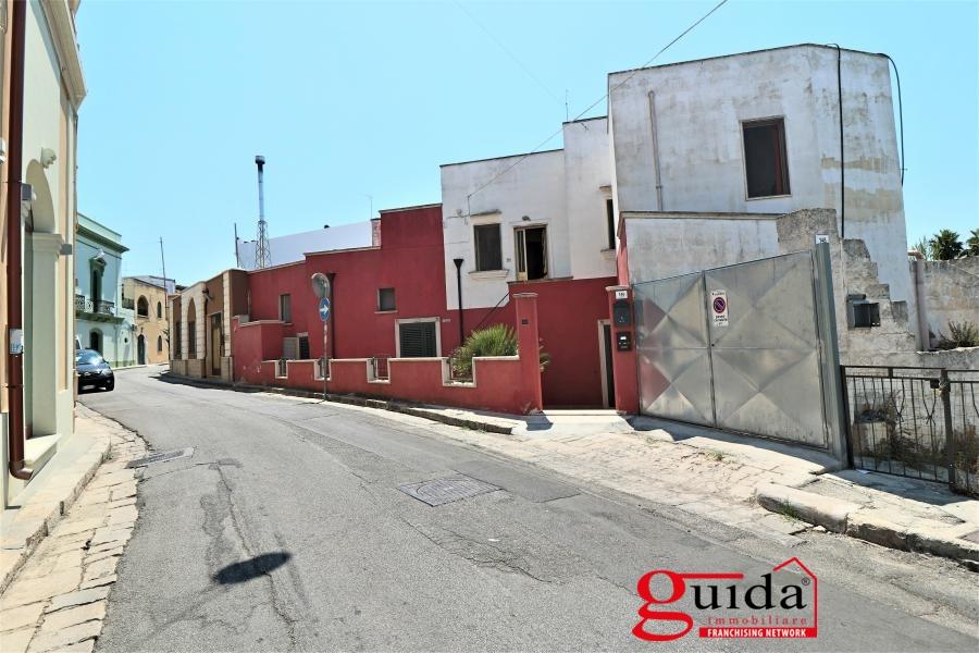 Affitto casa singola in affitto alezio abitazione for Casa al secondo piano