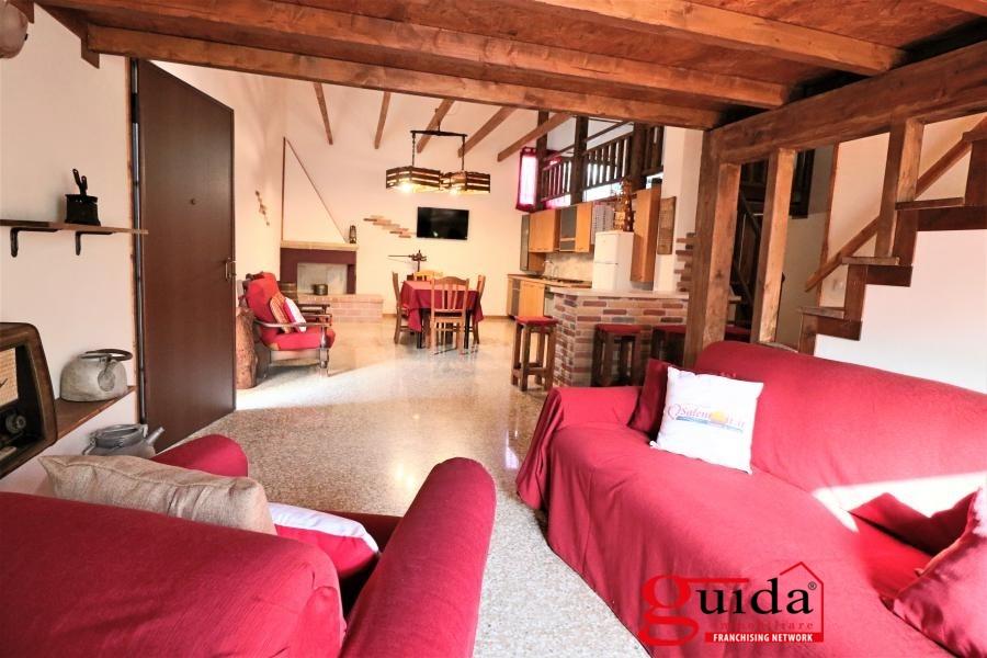Soluzione Indipendente in affitto a Matino, 4 locali, prezzo € 350 | CambioCasa.it