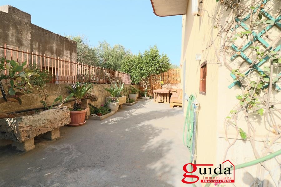 Affitto casa singola in affitto matino abitazione indipendente arredata con giardino a matino - Affitto casa con giardino ...