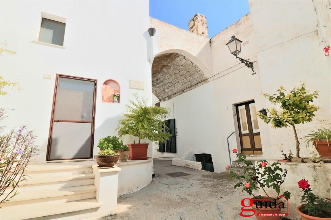 Free vendita casa matino tipica casa in corte con soppalco for Piani di casa rustici con soppalco