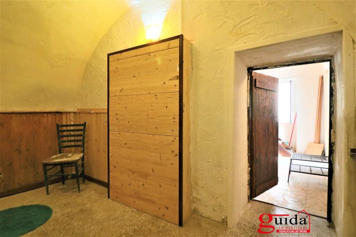 Vendita casa indipendente matino tipica casa in corte for Casa con 6 camere da letto in vendita vicino a me