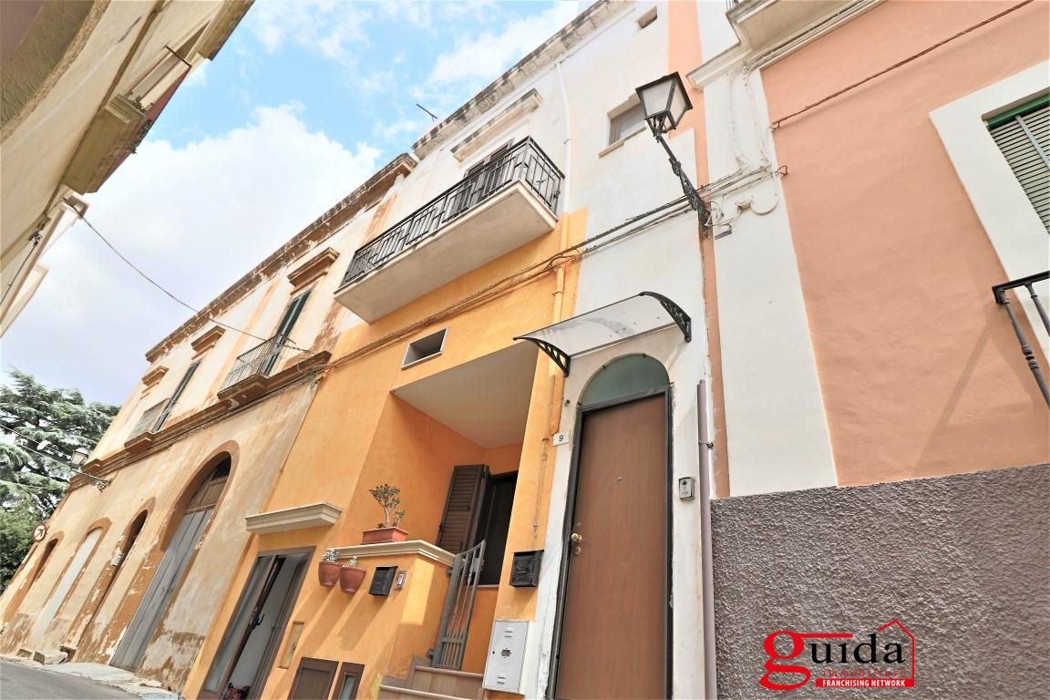 Palazzo / Stabile in vendita a Matino, 9 locali, prezzo € 190.000 | CambioCasa.it