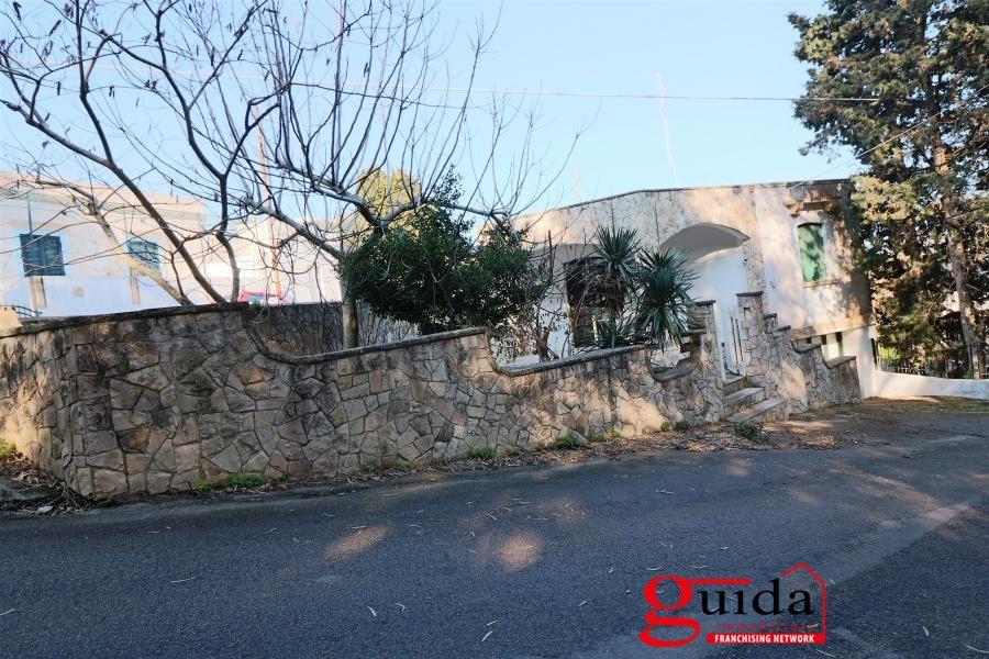 Villa in vendita a Tricase, 5 locali, prezzo € 125.000 | CambioCasa.it