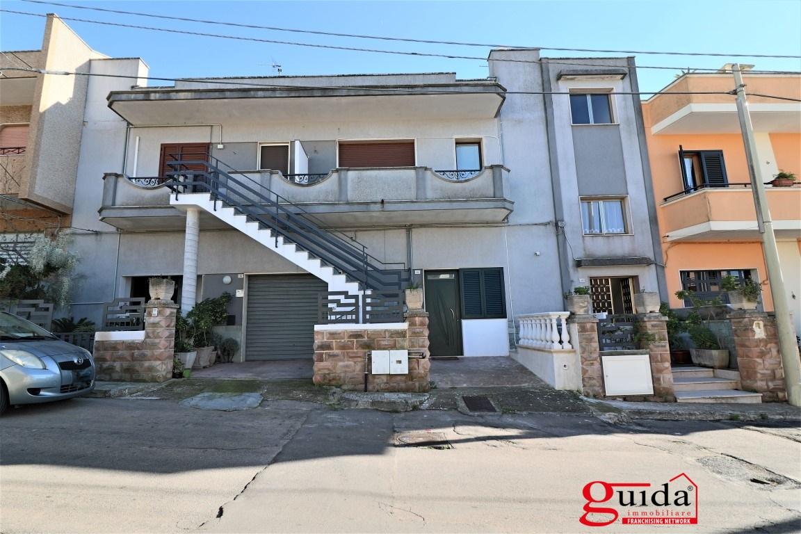 Vendita casa indipendente parabita indipendente al primo for Casa al secondo piano