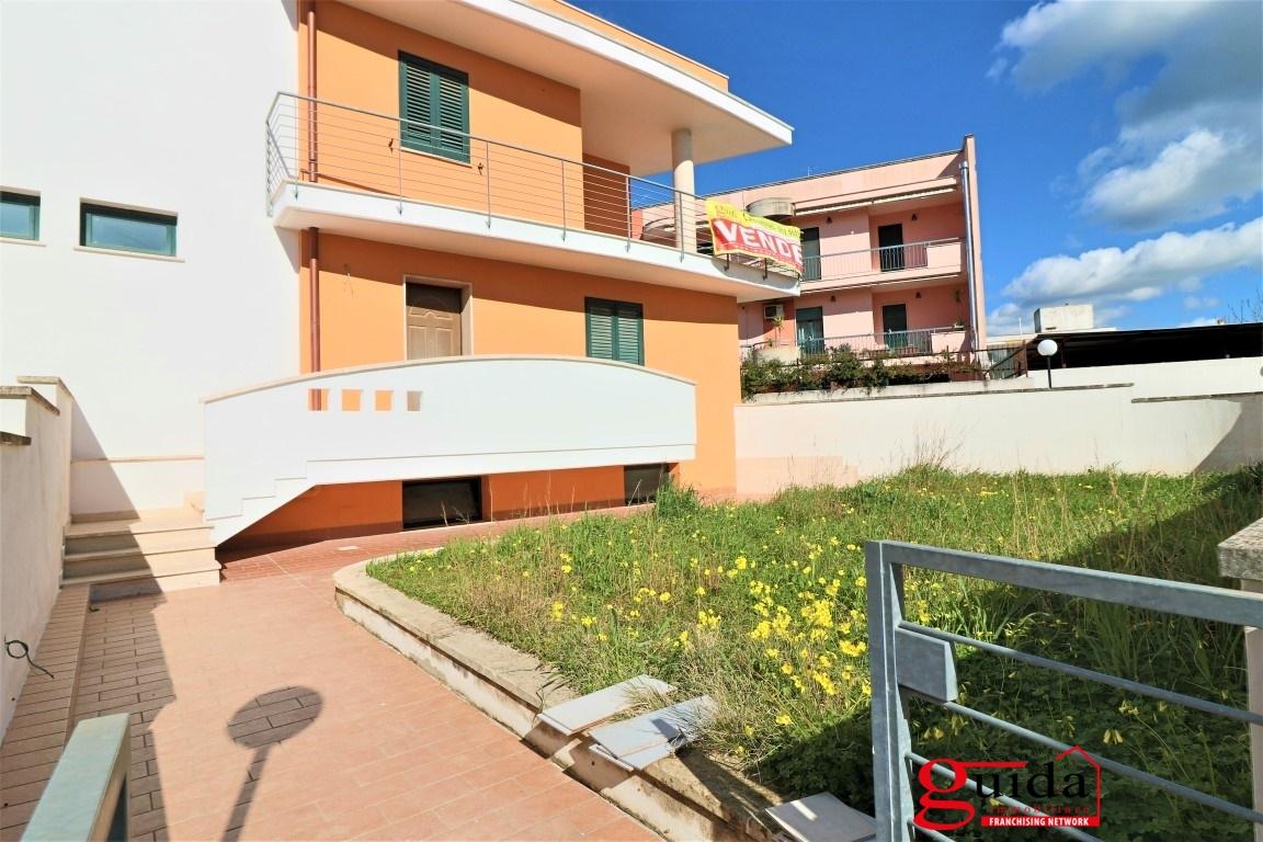 Villa in affitto a Tuglie, 7 locali, prezzo € 450 | CambioCasa.it