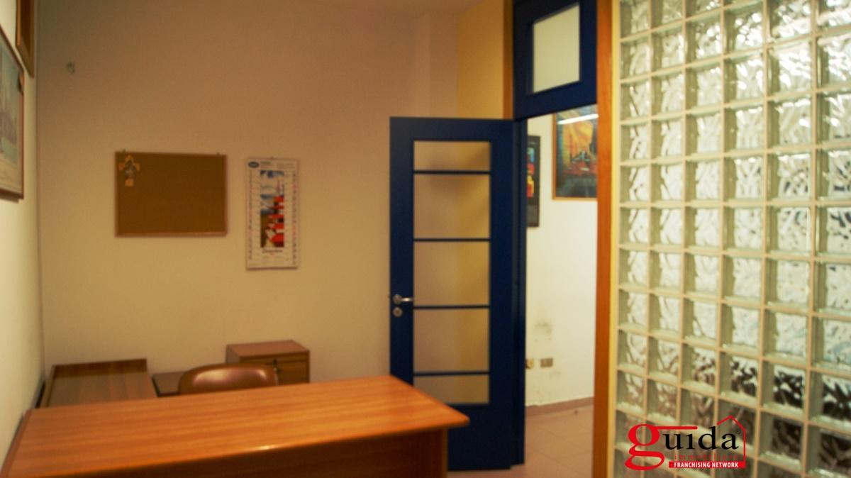 Ufficio / Studio in vendita a Casarano, 5 locali, prezzo € 60.000 | CambioCasa.it