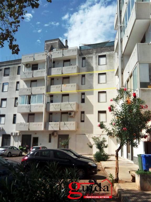 Appartamento in vendita a Taviano, 6 locali, prezzo € 75.000 | CambioCasa.it