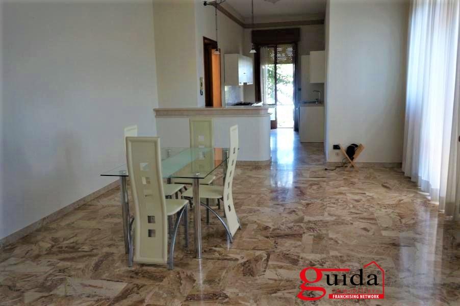 Soluzione Indipendente in affitto a Casarano, 8 locali, prezzo € 450 | CambioCasa.it
