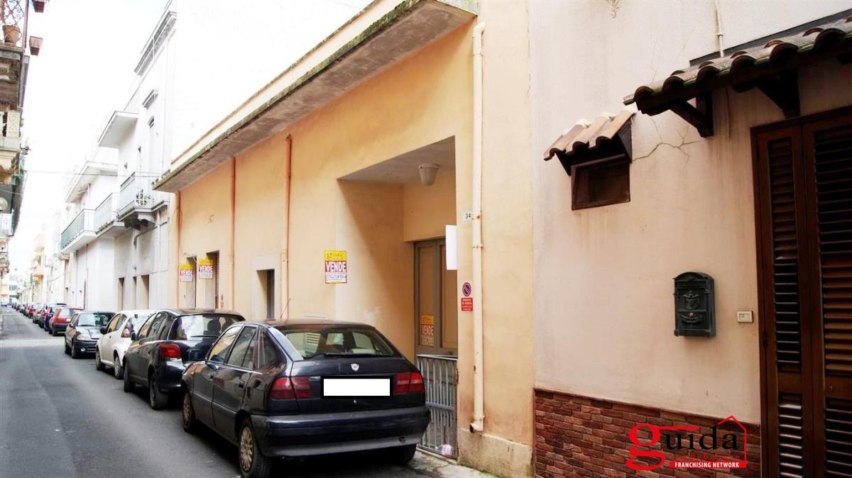 Soluzione Indipendente in vendita a Aradeo, 6 locali, prezzo € 70.000 | CambioCasa.it