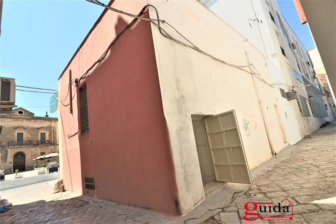 Negozio / Locale in affitto a Casarano, 3 locali, prezzo € 600 | CambioCasa.it