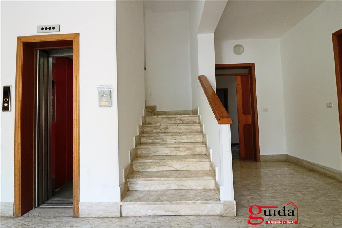 Appartamento in affitto a Gallipoli, 6 locali, prezzo € 300 | CambioCasa.it