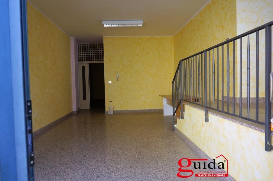 Negozio / Locale in affitto a Casarano, 2 locali, prezzo € 400 | CambioCasa.it