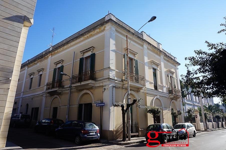 Palazzo / Stabile in vendita a Parabita, 8 locali, prezzo € 590.000 | CambioCasa.it