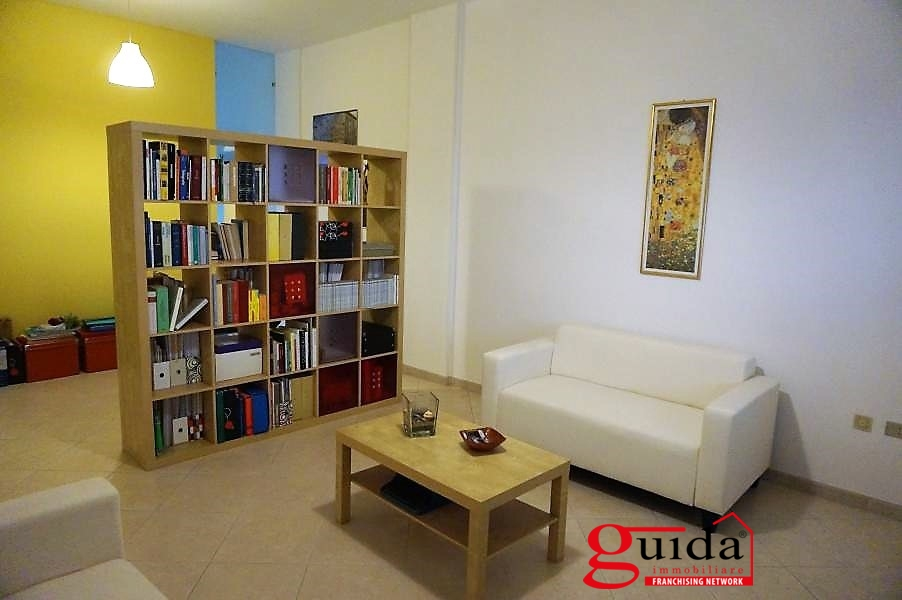 Ufficio / Studio in affitto a Casarano, 3 locali, prezzo € 350 | CambioCasa.it