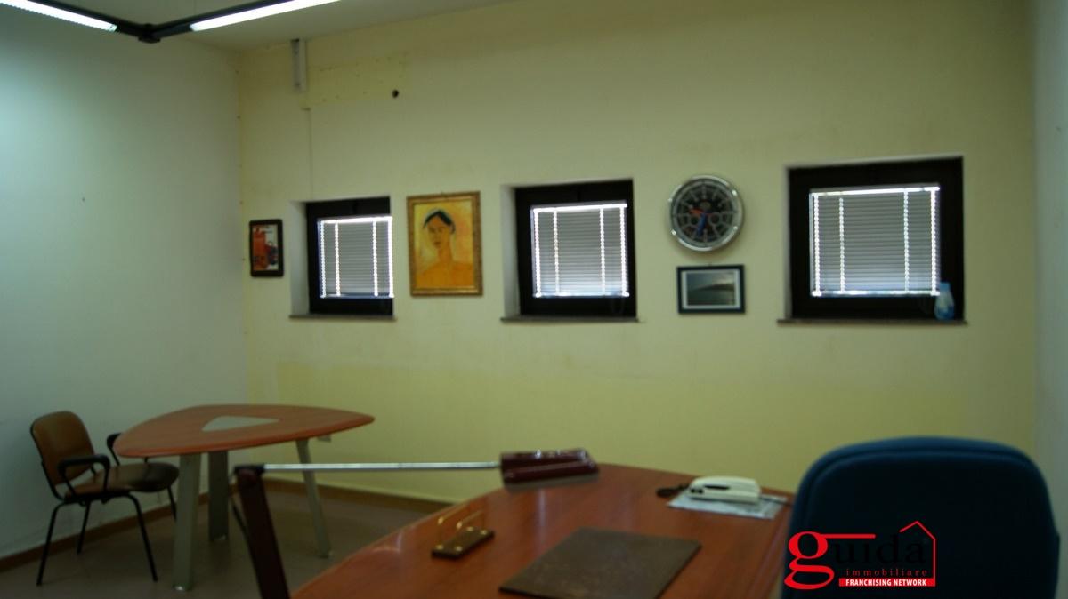 Ufficio / Studio in affitto a Casarano, 5 locali, prezzo € 300 | CambioCasa.it