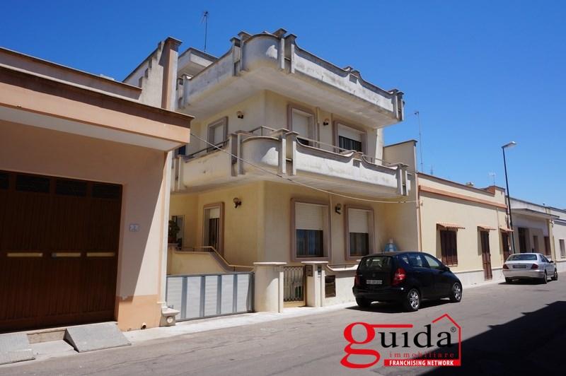 Villa in vendita a Melissano, 9 locali, prezzo € 280.000 | CambioCasa.it