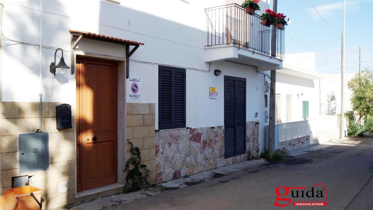 Soluzione Indipendente in vendita a Castrignano del Capo, 5 locali, prezzo € 73.000 | CambioCasa.it