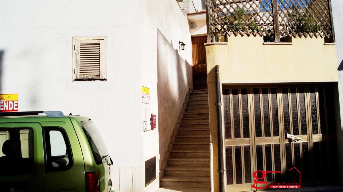 Vendita casa indipendente casarano indipendente al primo for Disegni di piano casa di due camere da letto