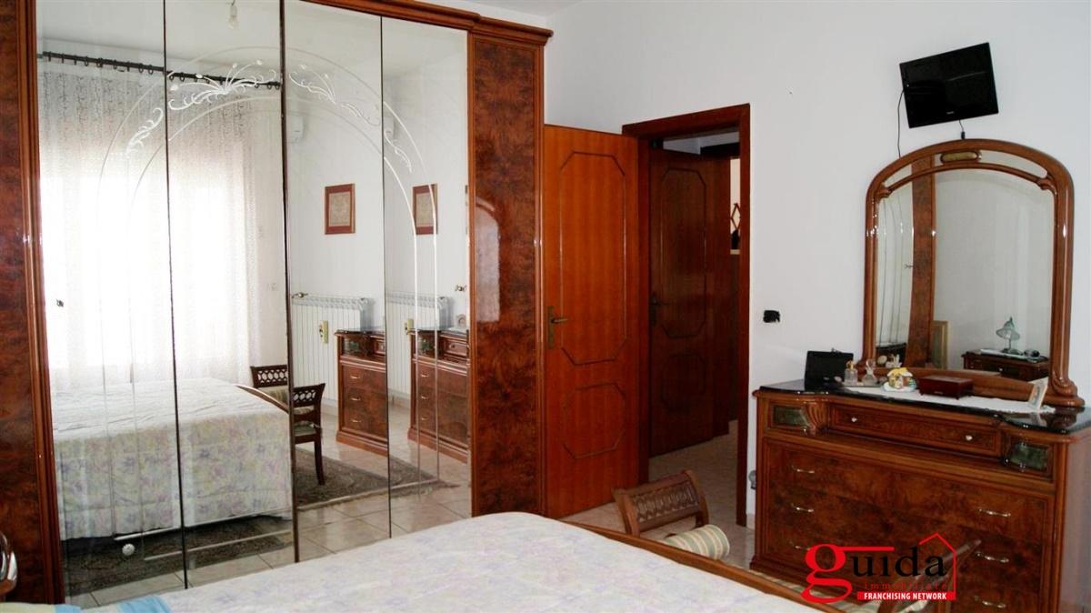 Vendita casa indipendente casarano indipendente al primo for Piani casa 6 camere da letto