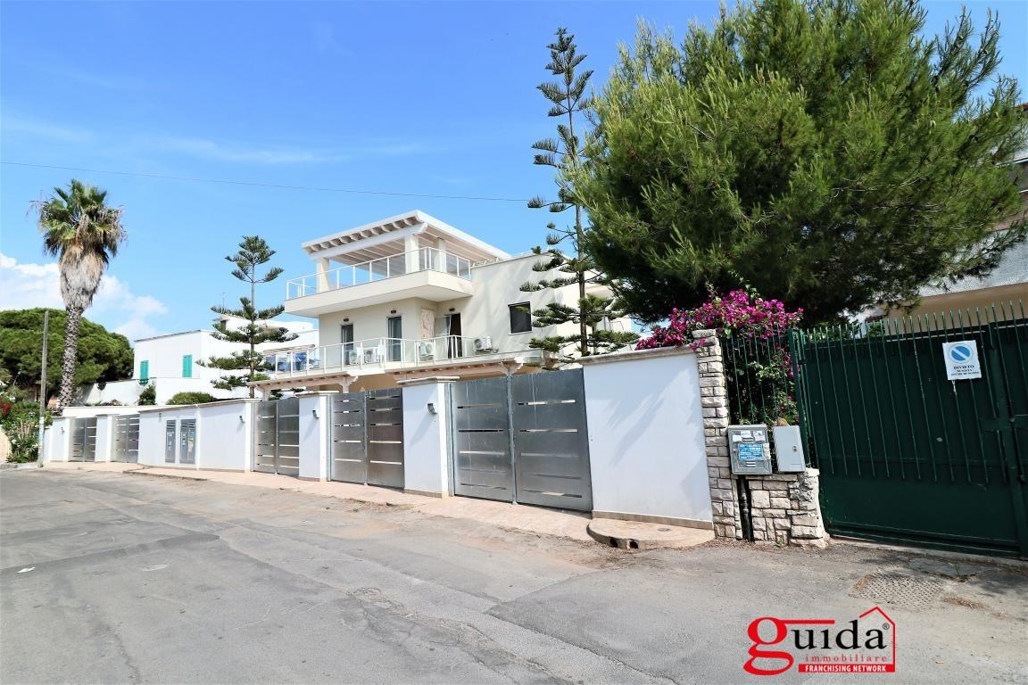 Palazzo / Stabile in vendita a Gallipoli, 21 locali, prezzo € 1.250.000   CambioCasa.it