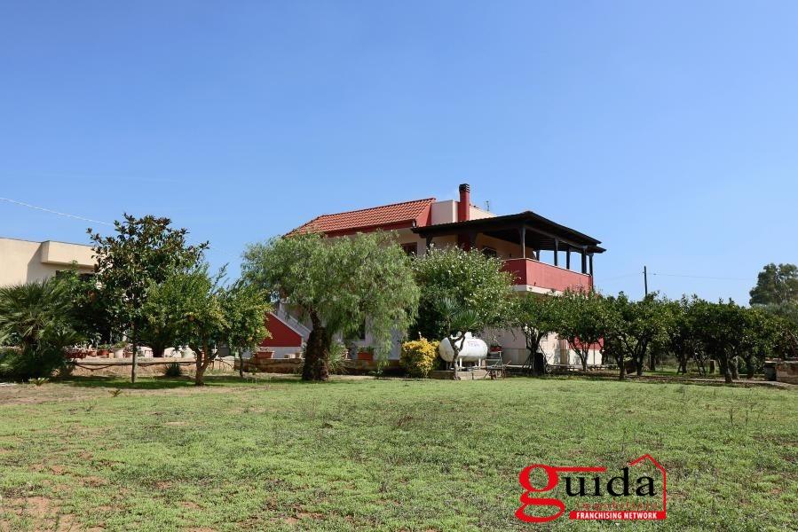 Villa in vendita a Parabita, 11 locali, prezzo € 280.000 | CambioCasa.it