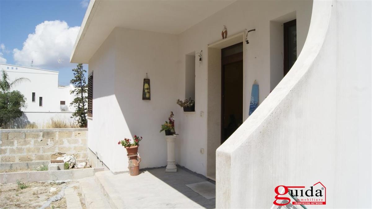 Villa in vendita a Matino, 7 locali, prezzo € 140.000 | CambioCasa.it