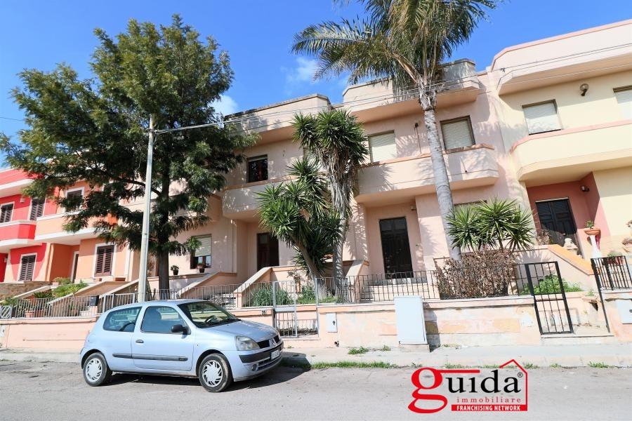 Villa a Schiera in vendita a Taviano, 9 locali, prezzo € 80.000 | CambioCasa.it