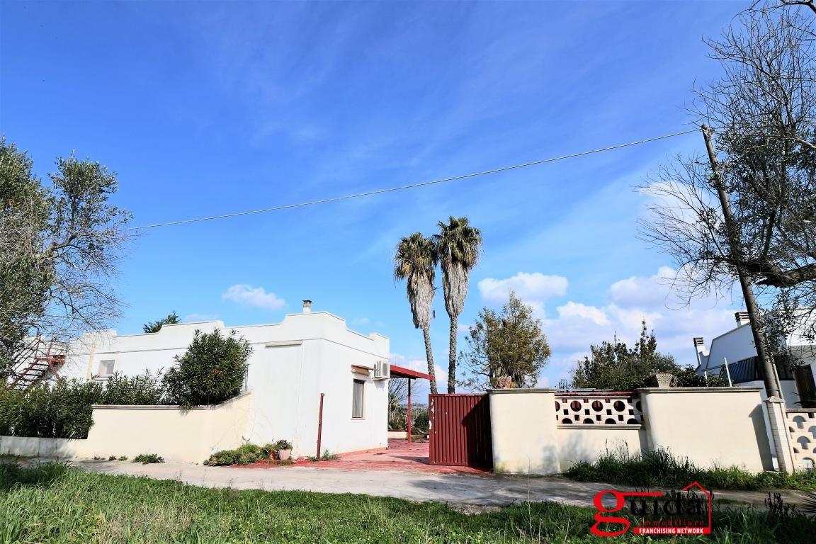 Villa in vendita a Matino, 6 locali, prezzo € 115.000 | CambioCasa.it