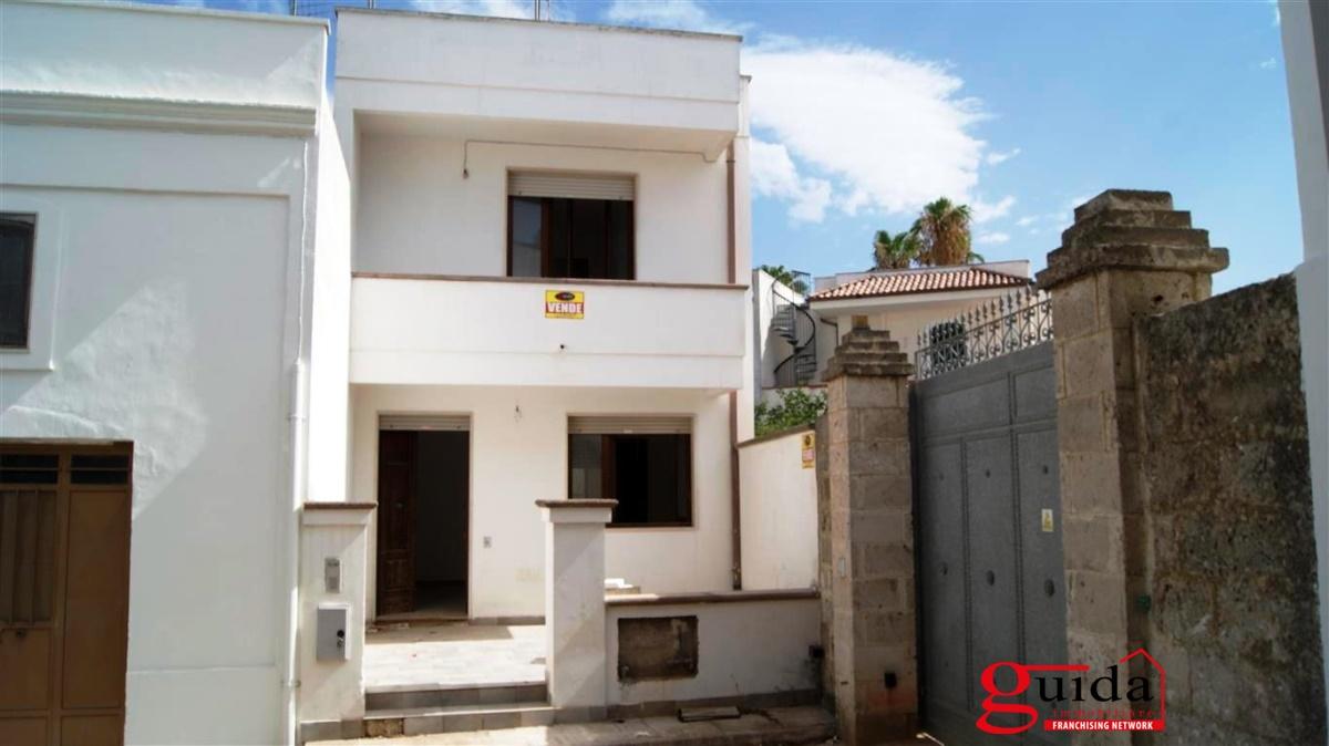 vendita casa indipendente taviano abitazione