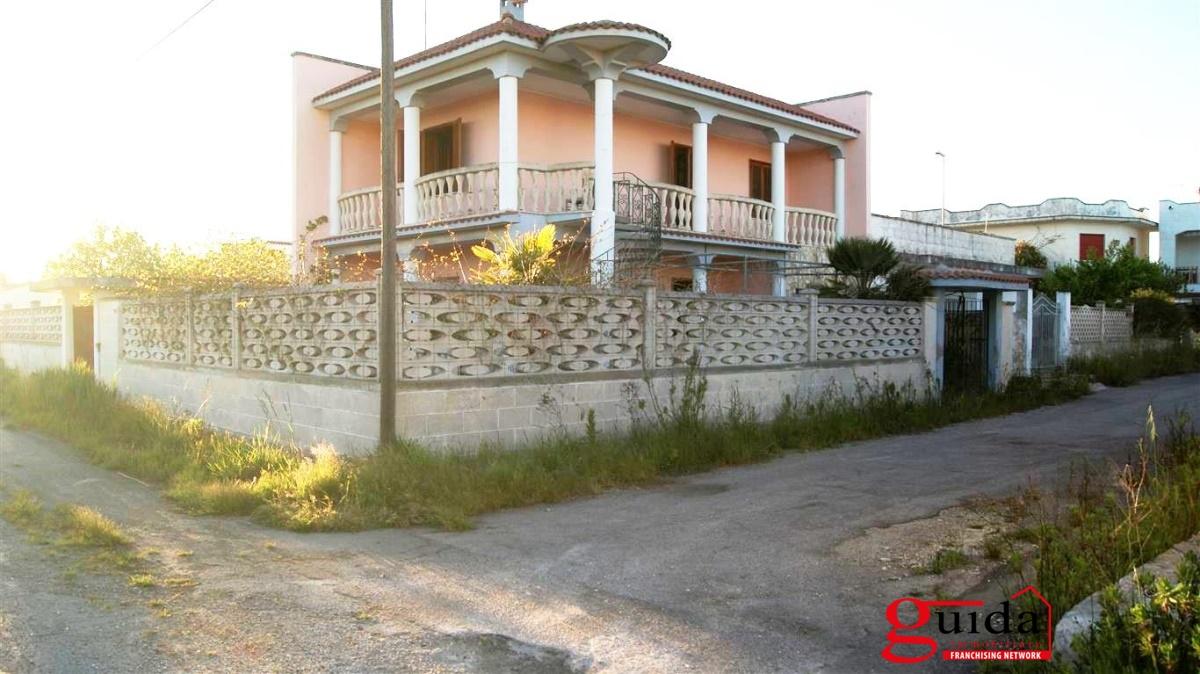 Villa in vendita a Lecce, 5 locali, prezzo € 105.000 | CambioCasa.it
