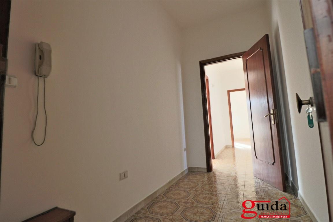 Appartamento in affitto a Casarano, 6 locali, prezzo € 320 | CambioCasa.it