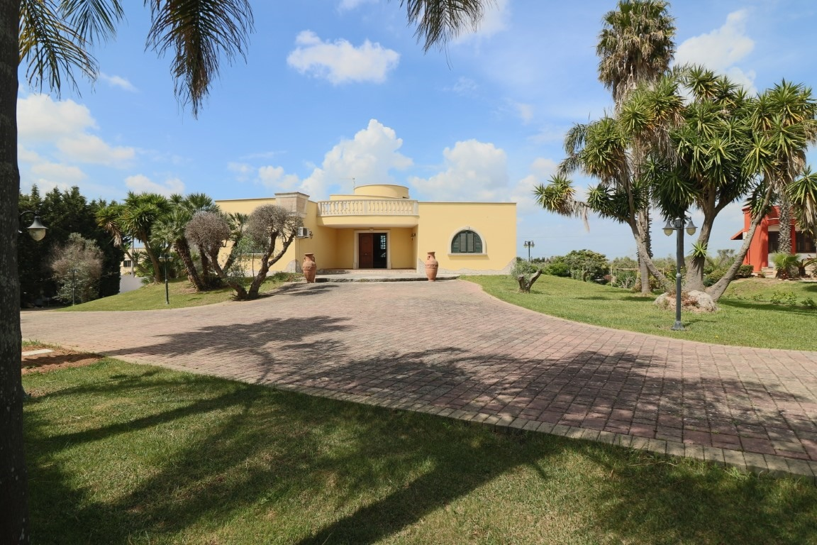 Villa in vendita a Galatina, 9 locali, prezzo € 230.000 | CambioCasa.it
