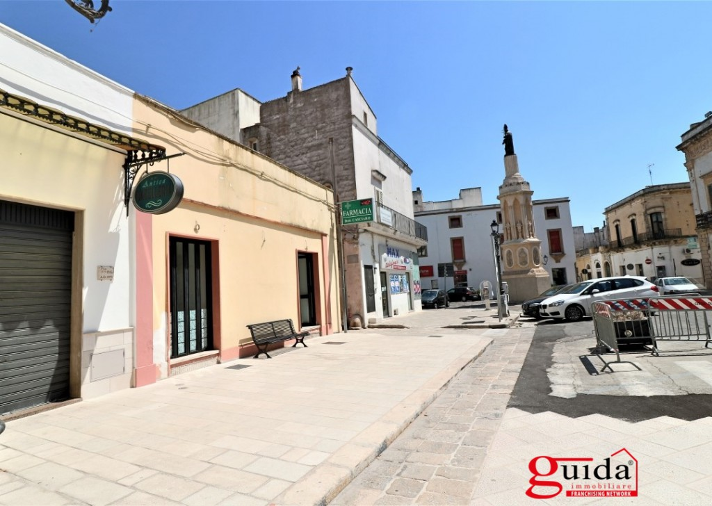 For Rent Shop or business premises Casarano - Commercial for rent centrally located premises and sottolocale in Casarano Locality