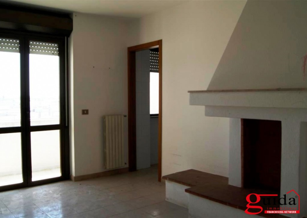 For Sale Apartment Taviano -  Apartment-sale-in-a-Taviano-wide-and-bright-to-third-floor-of-a-building-in-area-Central Locality