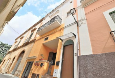 Real estate complex for sale in the historic center of Matino a few kilometers from Gallipoli