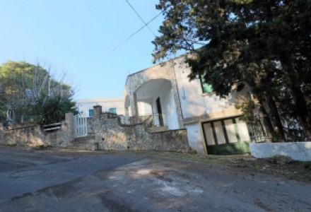 Dwelling-independent-in-sales-a-Tricase-He brought-a-few-meters-by-waterfront