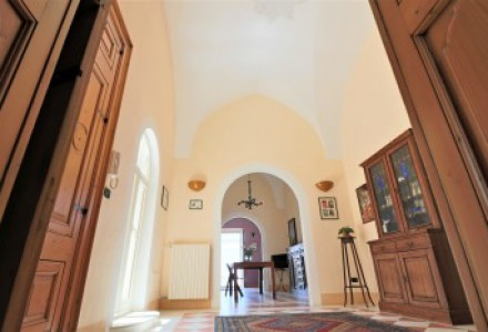 Palazzo-antique-of-800'-for-sale-in-the-middle-of-historical-Alezio-with-terrace-panoramic-with-sea-view