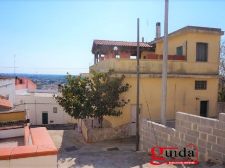Independent ground floor not furnished for rent in Matino with panoramic sea view terrace