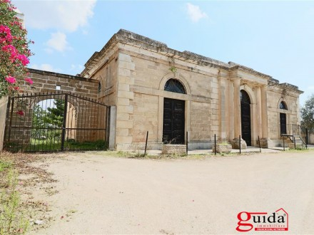 Bargain-wide-complex-estate-sale-in-a-Gallipoli-Sannicola